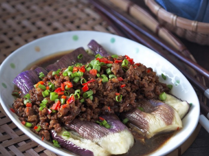 咸中带甜酱茄子<br>Steamed Brinjals with Minced Meat Sauce