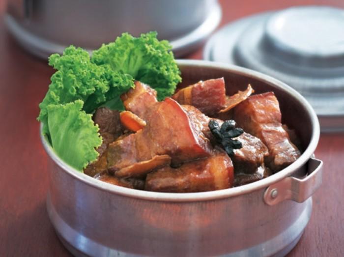腐乳红烧肉<br>Braised Pork Belly with Fermented Bean