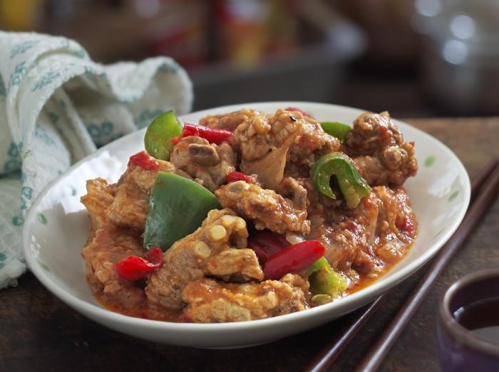 番茄辣焖骨<br>Hot and Spicy Spare Ribs