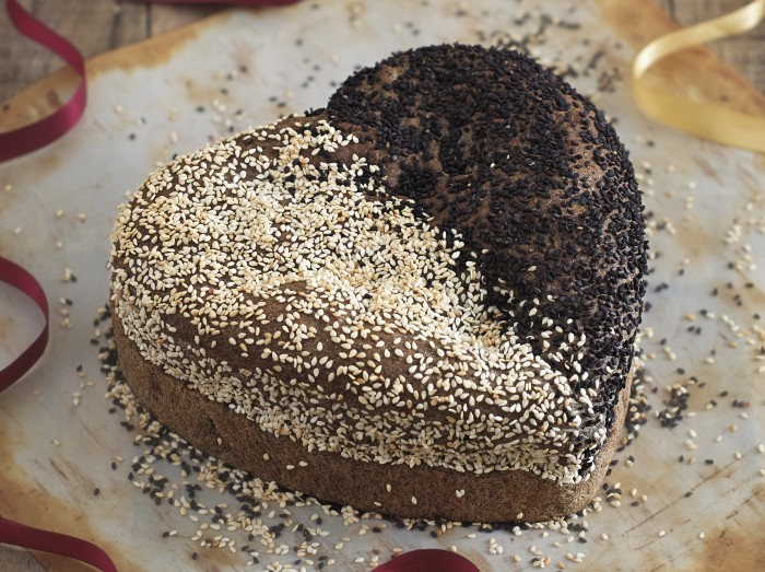 黑白芝麻面包<br>Black and White Sesame Bread